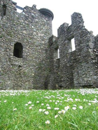 Kilchurn Castle: Inside the ruin