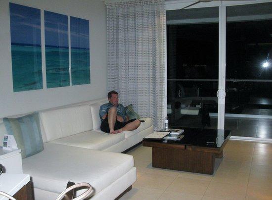 Gansevoort Turks + Caicos : sitting watching tv