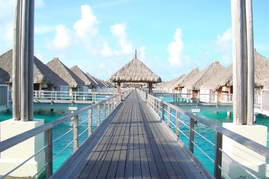 The St. Regis Bora Bora Resort : on the way to our villa