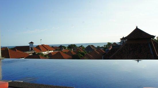 Swiss-Belinn Legian : Infinity Pool!
