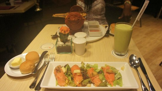 Swiss-Belinn Legian : Smoked Salmon, Avocado Juice & Skewers all very good!