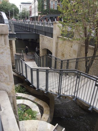 San Antonio River: Lots of access points