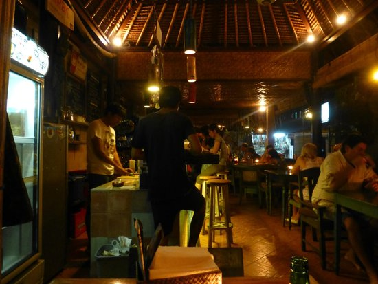 Warung Coconut Tree: Warung @ night