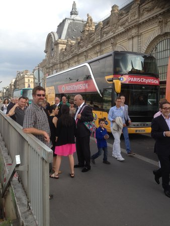 PARISCityVISION : Bus delivery to river cruise with Francois on right of pic