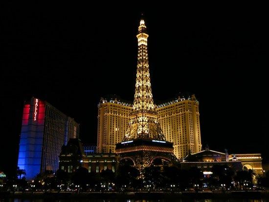 Paris Las Vegas: The hotel at night