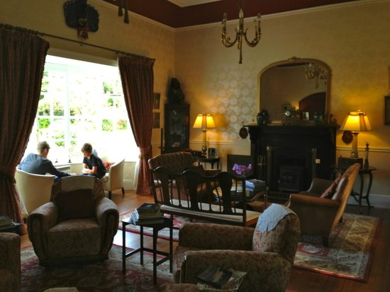 Mallmore Country House: Chess in the sitting room