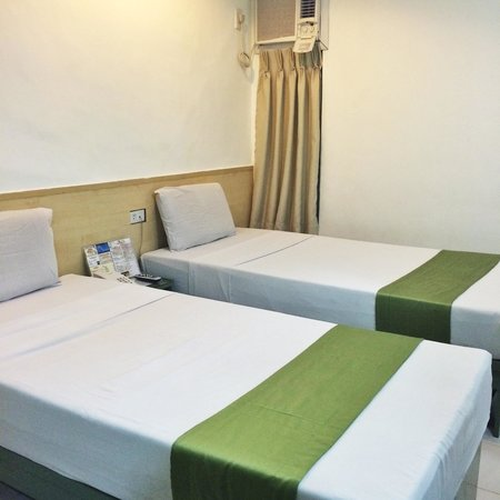 Hotel Pier Cuatro: The room
