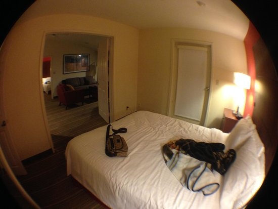 Residence Inn La Mirada Buena Park : View looking into living room from room #2