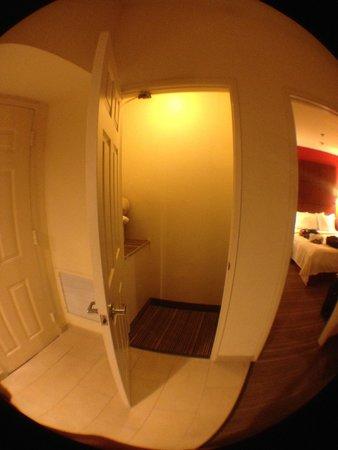 Residence Inn La Mirada Buena Park : Closet next to front door and room #1