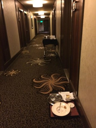 Kimpton Hotel Palomar Los Angeles Beverly Hills: At all times, there were trays on the floor/