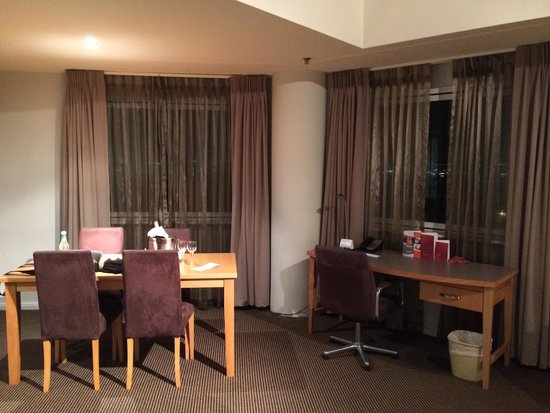 Novotel Perth Langley : dining room