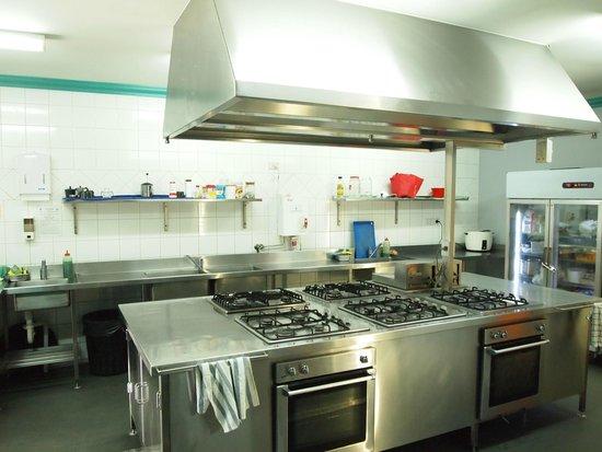 The Emperor's Crown Hostel: Kitchen - Commercial standard