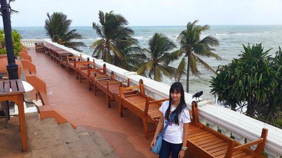 Mount Lavinia Hotel: View to the sea
