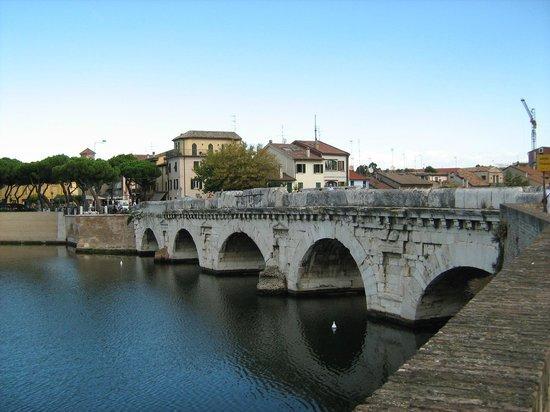 The Tiberius Bridge : Красиво...