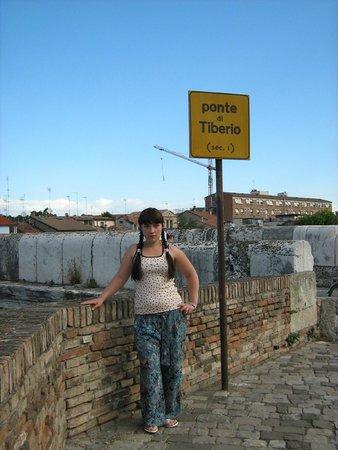 The Tiberius Bridge : У моста