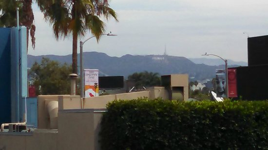 Farmer's Daughter Hotel: Hollywood sign from 2nd floor