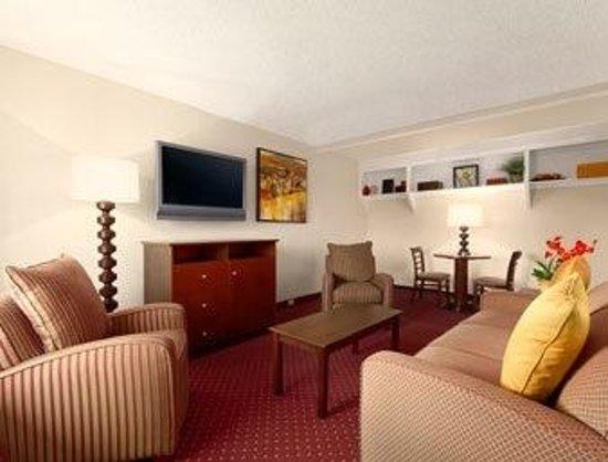 Days Inn Las Vegas At Wild Wild West Gambling Hall : One bedroom suite