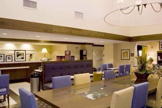 Hampton Inn & Suites Las Vegas-Red Rock/Summerlin: Front desk