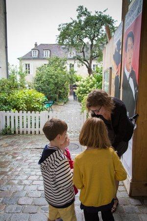 Context Paris Tours : In Montmartre with Anaïs