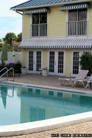 Naples Courtyard Inn: the pool