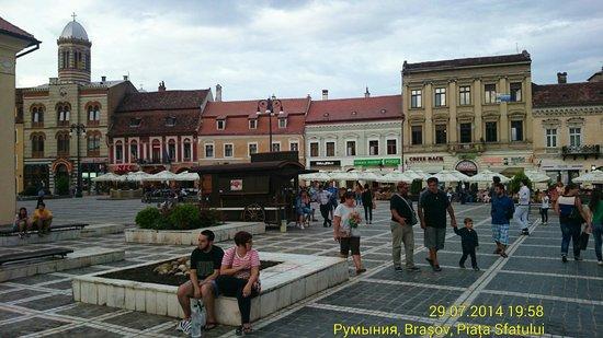Council Square : На площади расположено множество закусочных и кафе