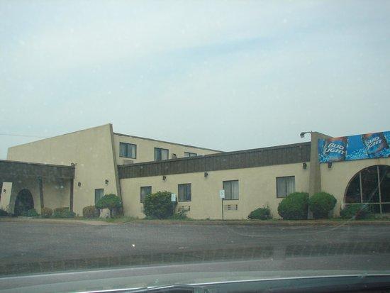 Knights Inn Paxinos Danville: Front of hotel