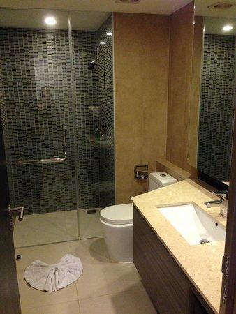 Trinity Silom Hotel : Bathroom at Wing B