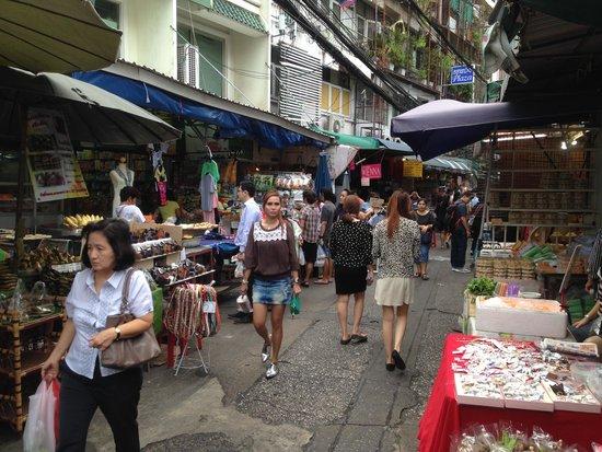 Trinity Silom Hotel: Local Morning Market