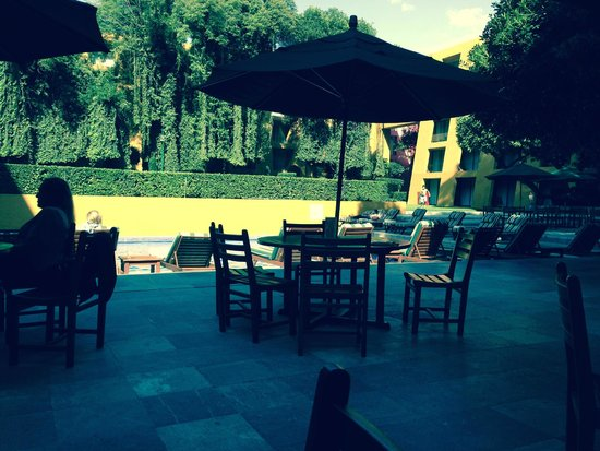 Camino Real Polanco Mexico: This is the pool area on the ground floor by the gym