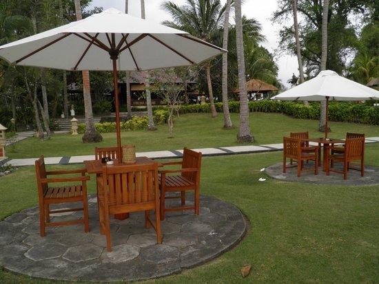 Kila Senggigi Beach Lombok: Beach bar area