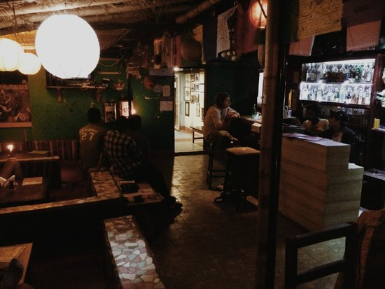 Alobar1000 Hostel: Rooftop by night