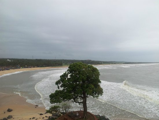 Bekal Fort: view of the Beach from the Fort