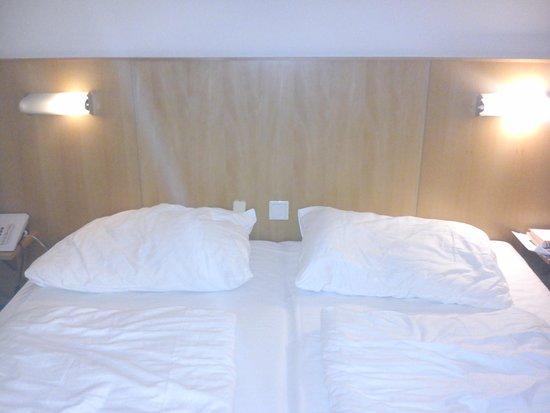 The Art Hotel Vienna : Bedroom at night