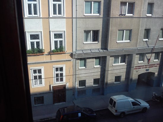 The Art Hotel Vienna : View from the bedroom at front of hotel