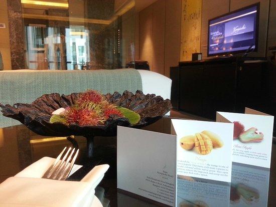 Siam Kempinski Hotel Bangkok: Fresh fruit