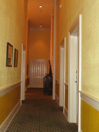 East Bay Inn: hallway