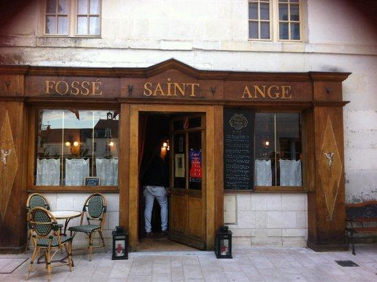 Fossé Saint Ange: Facade