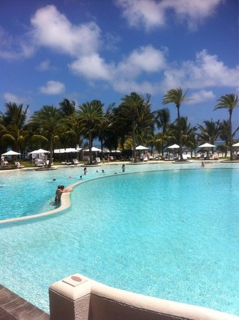 LUX* Belle Mare: La piscina