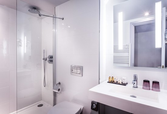 Hotel Opera Marigny: Classic Bathroom