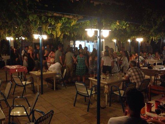Garden Hotel: Fab Greek night!