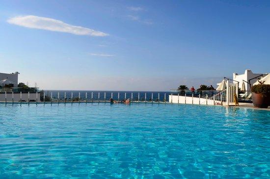 Cratos Premium Hotel, Casino, Port & Spa: бассейн