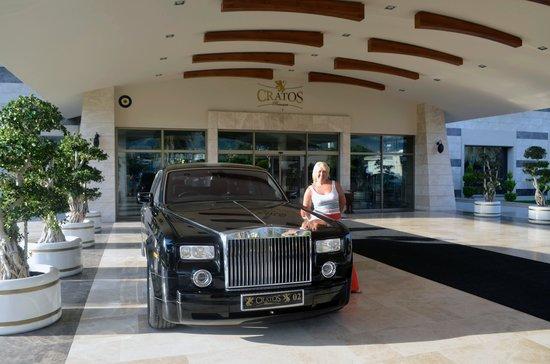 Cratos Premium Hotel, Casino, Port & Spa: вход в отель