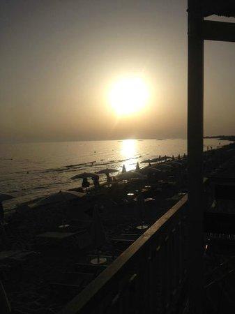 Vivosa Apulia Resort: spaiggia al tramonto
