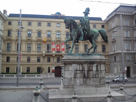 Historic Center of Vienna: View from the Red Bus tour
