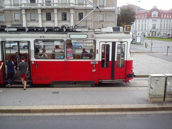Historisches Zentrum von Wien: A Vienna tram - great for getting around