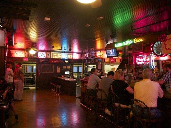 Threadgills: Bar area