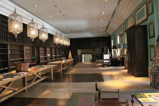 Parador de Corias: La majestuosa biblioteca.