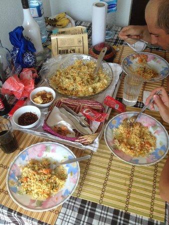 Peacock Wings Guest House: Традиционный обед на шри-ланкийский НГ 2014