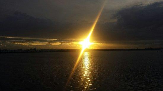 Manila Bay: A sunset to cherish.