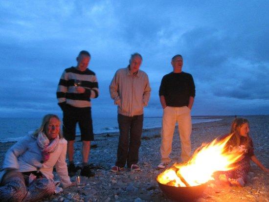 Bryn Mor Beach Hotel: bbq and fire on the beach